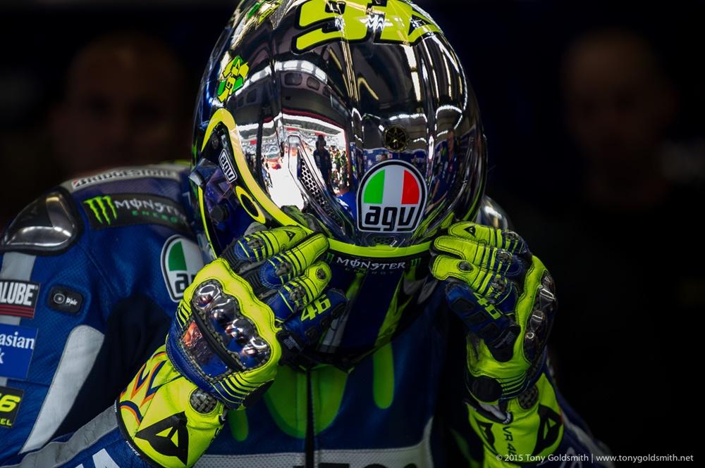 Как выбрать шлем для спортивного мотоцикла?