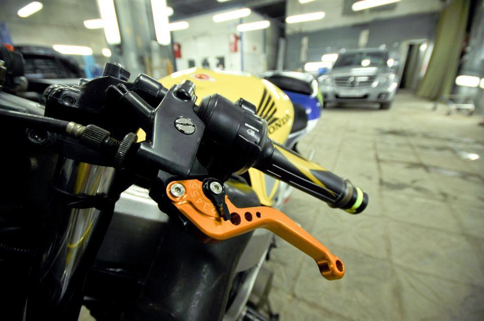 Как правильно тормозить на мотоцикле