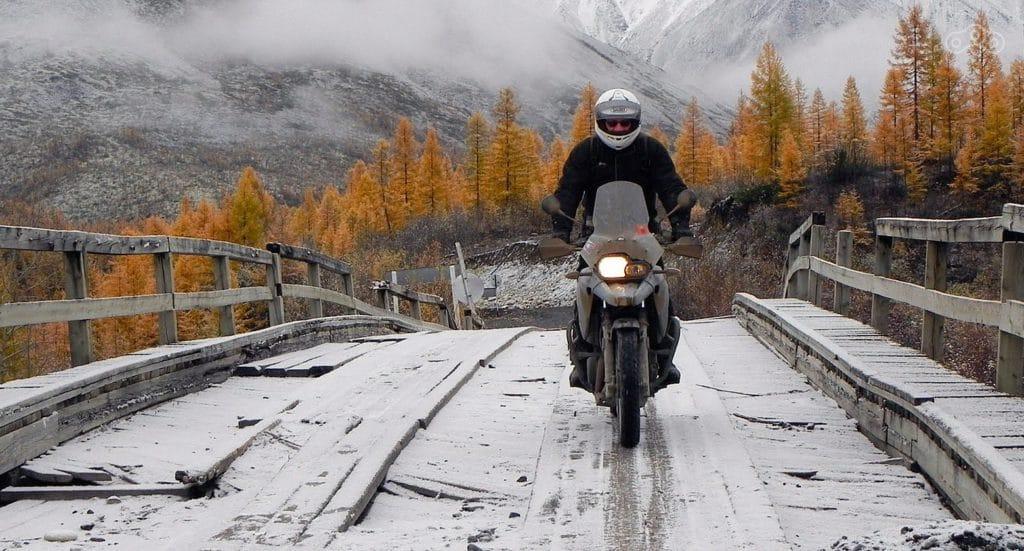 Техника вождения - как ездить на мотоцикле осенью