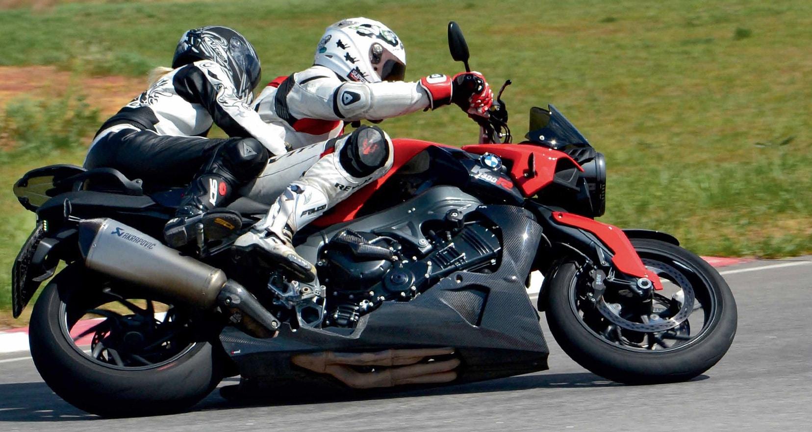 Как ездить на спортивном мотоцикле вдвоём