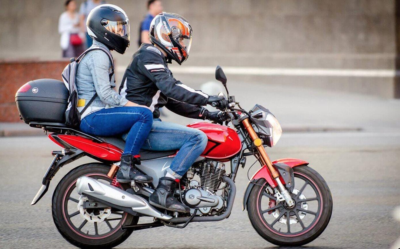 Вдвоем на мотоцикле