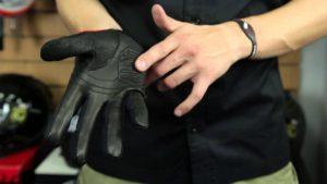 Преимущества кожаных мотоперчаток